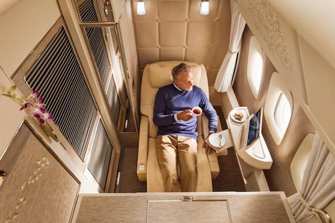 Emirates ra mắt khoang hạng nhất mới siêu sang trên Boeing 777-300ER: lấy cảm hứng Mercedes-Benz S-Class, tích hợp ghế không trọng lực và cửa sổ ảo - ảnh 3