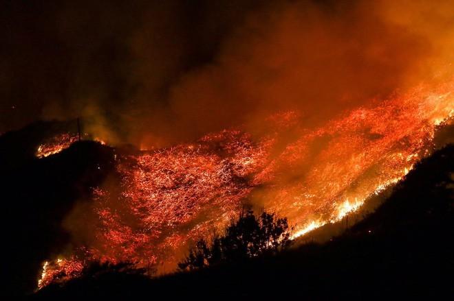 Mỹ: Cháy lớn tương đương diện tích 37.000 sân bóng đá khiến California như rơi vào ngày tận thế - Ảnh 3.