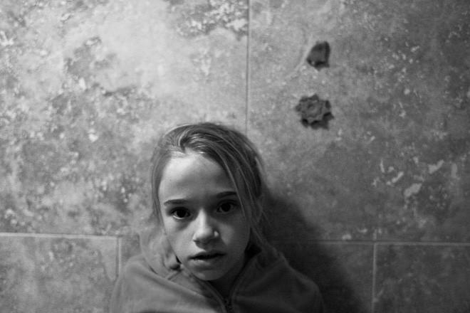 Bỏ mặc những lời cảnh báo, cặp vợ chồng vẫn quyết nhận bé gái làm con nuôi và đau đớn phát hiện một sự thật kinh khủng - ảnh 3