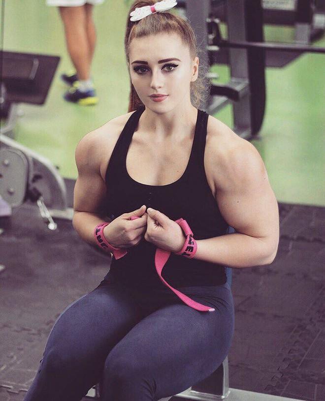 Đừng chỉ nhìn gương mặt búp bê mà lầm, thân hình của cô gái này sẽ khiến khối anh chàng thấy xấu hổ lẫn nể phục đấy - ảnh 3