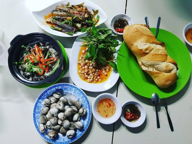 4 quán ăn bình dân vừa ngon, vừa dễ đụng người nổi tiếng ở Sài Gòn - Ảnh 23.
