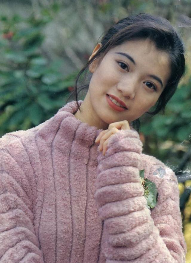 Nhan sắc của những mỹ nhân TVB thập niên 90: Chẳng cần photoshop vẫn đẹp đến nao lòng - Ảnh 27.