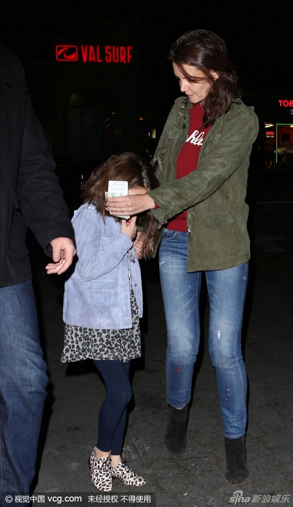Suri Cruise và Harper Beckham: Hai cô bé nổi tiếng nhất thế giới có tuổi thơ trái ngược - Ảnh 31.