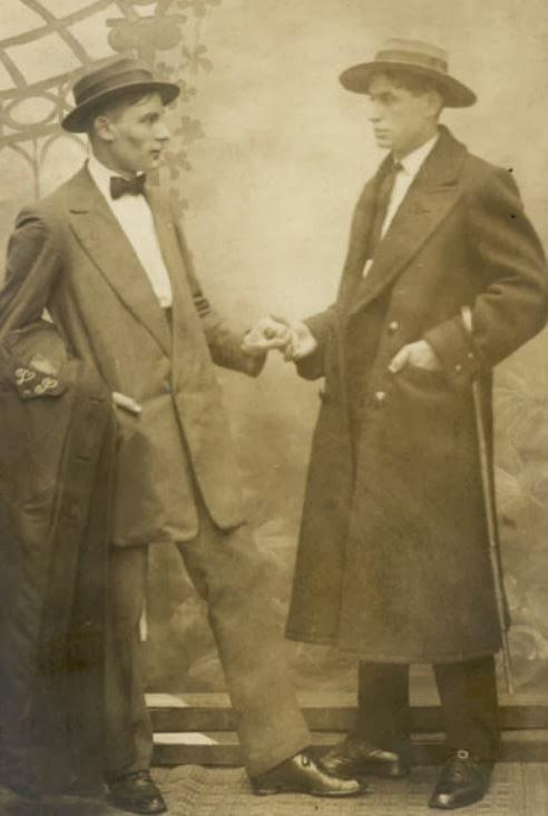 Những bức ảnh LGBT từ hàng trăm năm qua: Đồng tính chưa bao giờ là bệnh và thời nào cũng có cả - Ảnh 16.