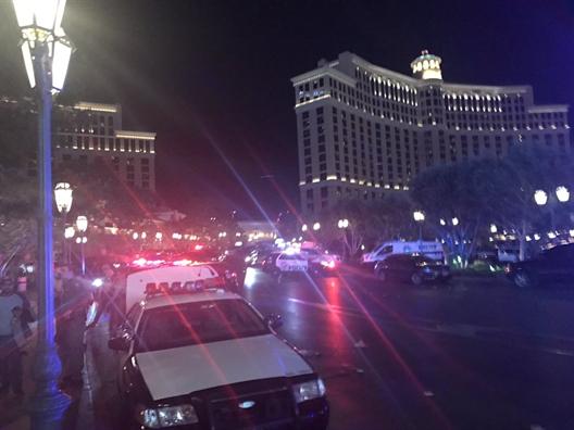 Súng nổ, khách hoảng loạn bỏ chạy khỏi khách sạn ở Las Vegas - Ảnh 4.