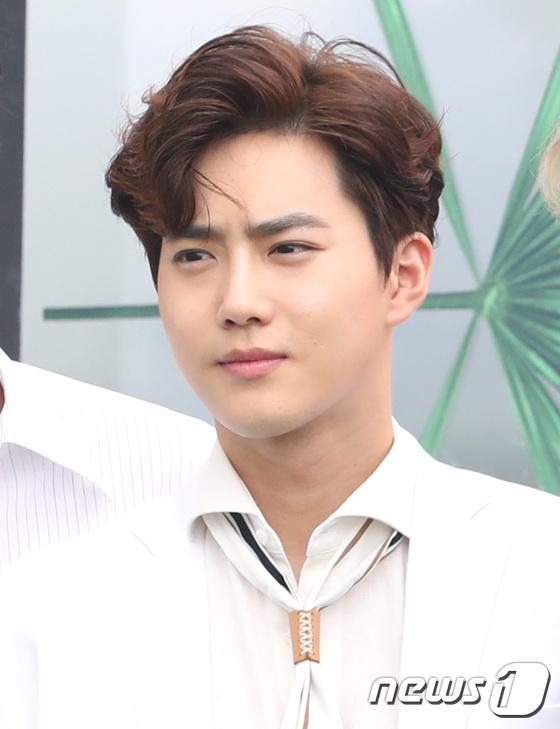 EXO trở lại: Có đẹp tựa hoàng tử giống fan xuýt xoa hay vừa sến vừa xuống sắc? - Ảnh 4.