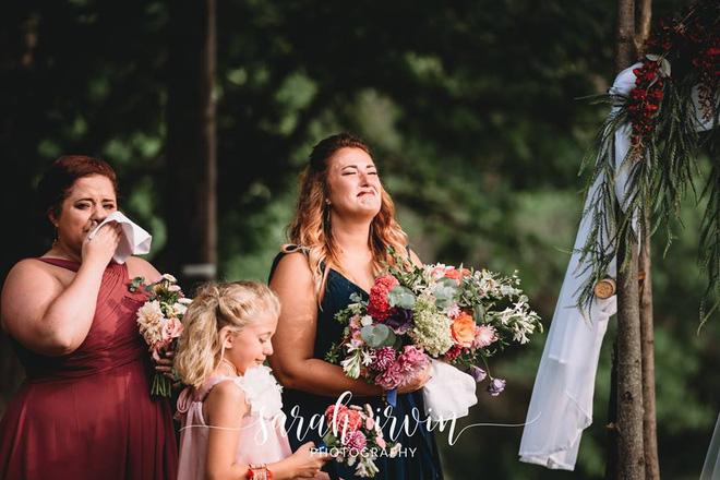 Giọng ông nội đã mất bỗng vang lên trong lễ cưới, cô dâu khóc nức nở - ảnh 4
