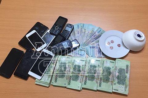 Cảnh sát hình sự Hà Nội giăng lưới triệt xóa ổ cờ bạc chuyên nghiệp trong hẻm tối - ảnh 4