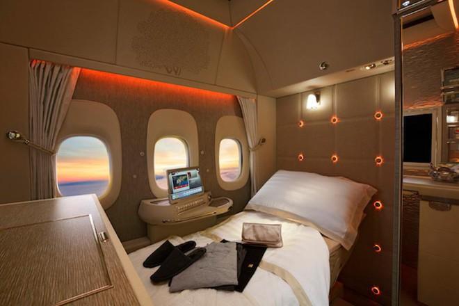 Emirates ra mắt khoang hạng nhất mới siêu sang trên Boeing 777-300ER: lấy cảm hứng Mercedes-Benz S-Class, tích hợp ghế không trọng lực và cửa sổ ảo - ảnh 4