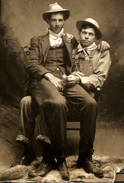 Những bức ảnh LGBT từ hàng trăm năm qua: Đồng tính chưa bao giờ là bệnh và thời nào cũng có cả - Ảnh 17.