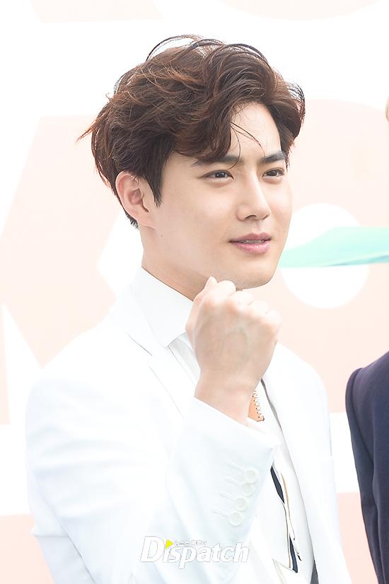 EXO trở lại: Có đẹp tựa hoàng tử giống fan xuýt xoa hay vừa sến vừa xuống sắc? - Ảnh 5.