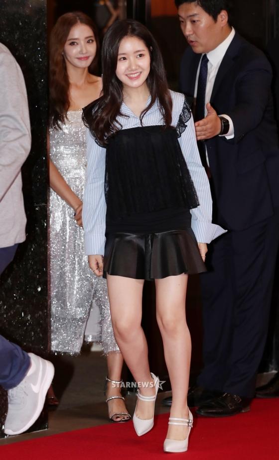 Sao Hàn: Sự kiện nô nức sao Hàn hot nhất hiện nay: Dàn nữ thần thế hệ mới đụng độ,