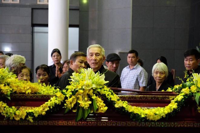 Người thân bật khóc bên linh cữu cụ bà Hoàng Thị Minh Hồ - người hiến hơn 5.000 lượng vàng cho nhà nước - Ảnh 5.