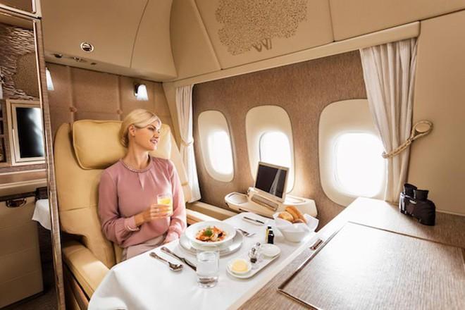 Emirates ra mắt khoang hạng nhất mới siêu sang trên Boeing 777-300ER: lấy cảm hứng Mercedes-Benz S-Class, tích hợp ghế không trọng lực và cửa sổ ảo - ảnh 5