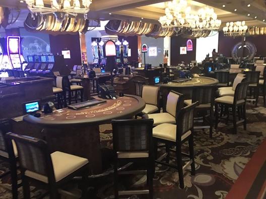 Súng nổ, khách hoảng loạn bỏ chạy khỏi khách sạn ở Las Vegas - Ảnh 6.