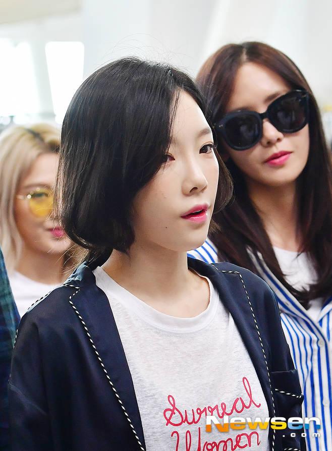 DBSK, SNSD, EXO cùng dàn trai xinh gái đẹp nhà SM đồng loạt đổ bộ, gây náo loạn sân bay - Ảnh 6.