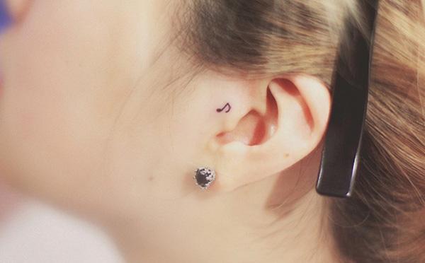 16 mẫu hình xăm nhỏ xinh trên tai dành cho các bạn gái - Ảnh 11.