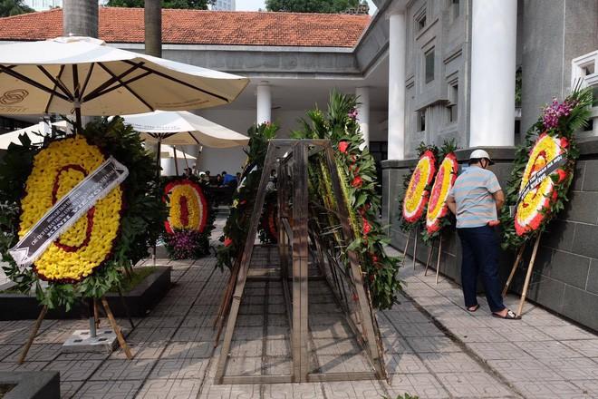 Người thân bật khóc bên linh cữu cụ bà Hoàng Thị Minh Hồ - người hiến hơn 5.000 lượng vàng cho nhà nước - Ảnh 6.