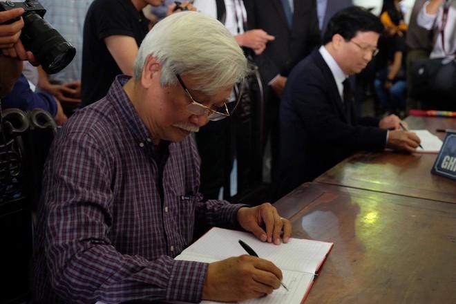 Người thân bật khóc bên linh cữu cụ bà Hoàng Thị Minh Hồ - người hiến hơn 5.000 lượng vàng cho nhà nước - Ảnh 16.