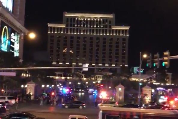 Súng nổ, khách hoảng loạn bỏ chạy khỏi khách sạn ở Las Vegas - Ảnh 7.