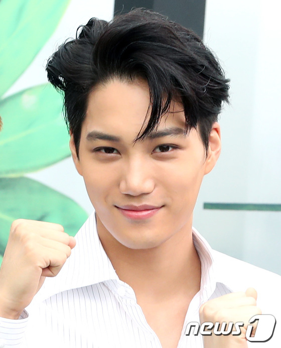 EXO trở lại: Có đẹp tựa hoàng tử giống fan xuýt xoa hay vừa sến vừa xuống sắc? - Ảnh 7.