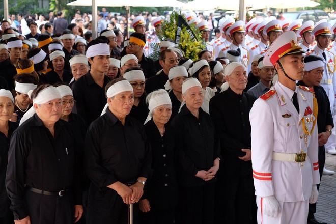 Người thân bật khóc bên linh cữu cụ bà Hoàng Thị Minh Hồ - người hiến hơn 5.000 lượng vàng cho nhà nước - Ảnh 7.