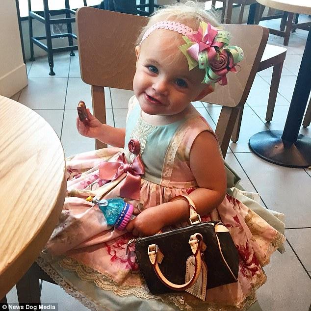 Mẹ trẻ chi bạo sắm đồ Louis Vuitton cho con gái diện gây tranh cãi - Ảnh 9.