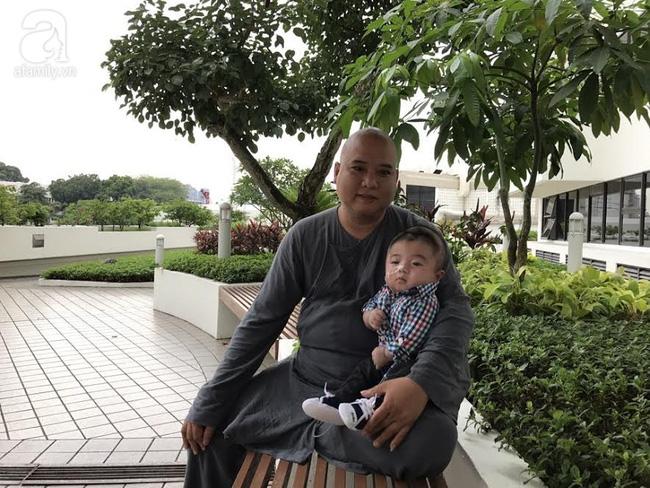 Bé Phạm Đức Lộc phục hồi diệu kỳ, não phát triển và chuẩn bị xuất viện tại Singapore - Ảnh 8.
