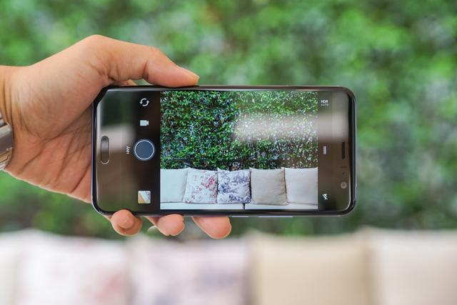 Smartphone có tính năng bóp viền cảm ứng HTC U11 chính thức ra mắt tại thị trường Việt Nam, giá gần 17 triệu đồng - Ảnh 8.
