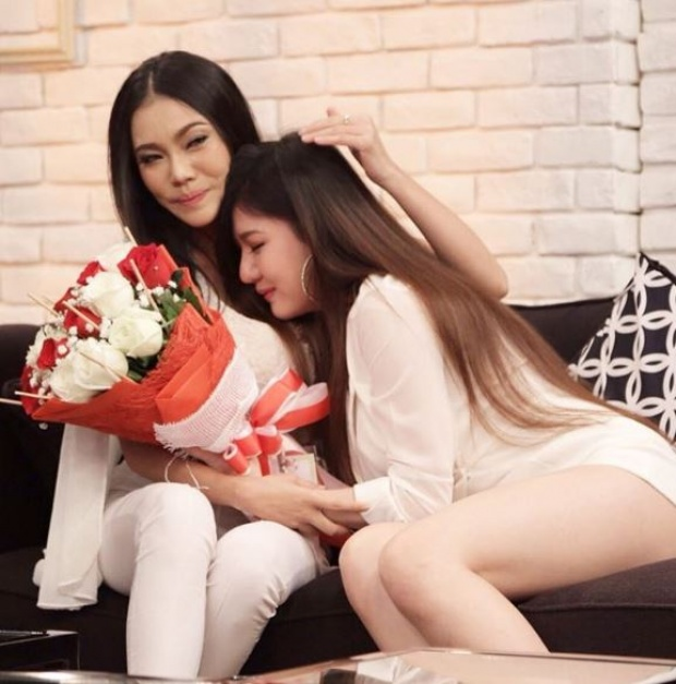 Chuyện tình đồng tính nữ của cặp đôi sexy khiến cư dân mạng Thái Lan xôn xao - Ảnh 8.