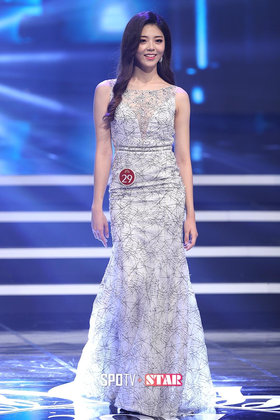 Hoa hậu Hàn Quốc 2017: Trao đến tận 7 vương miện, nhưng tất cả đều bị chê bai thậm tệ về nhan sắc - Ảnh 7.