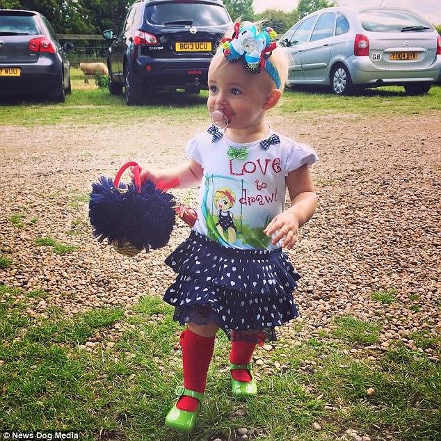 Mẹ trẻ chi bạo sắm đồ Louis Vuitton cho con gái diện gây tranh cãi - Ảnh 10.