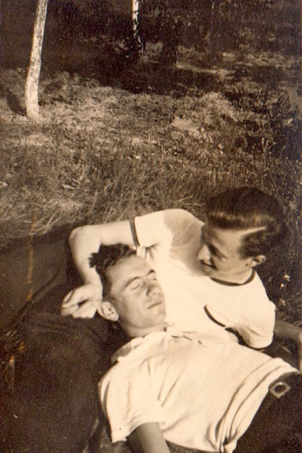 Những bức ảnh LGBT từ hàng trăm năm qua: Đồng tính chưa bao giờ là bệnh và thời nào cũng có cả - Ảnh 5.