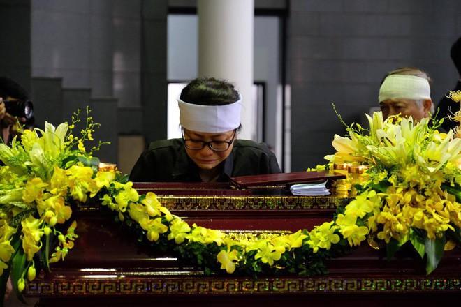 Người thân bật khóc bên linh cữu cụ bà Hoàng Thị Minh Hồ - người hiến hơn 5.000 lượng vàng cho nhà nước - Ảnh 9.
