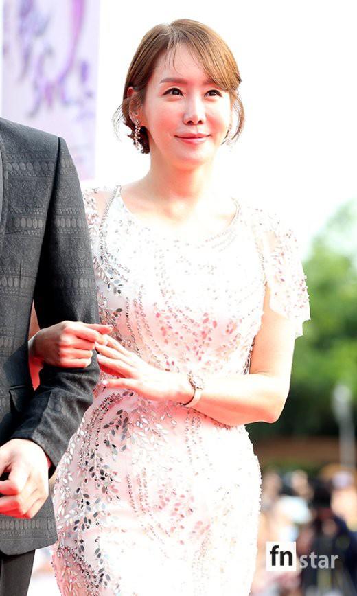 Trớ trêu loạt sao nữ Hàn: Tường thành nhan sắc tự nhiên ế dài, kẻ dao kéo hỏng lại lấy được đại gia - ảnh 10