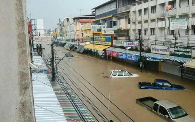 Loạt ảnh đáng sợ về thảm cảnh ngập lụt đang khiến người dân Thái Lan khốn đốn