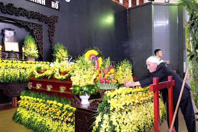 Người thân bật khóc bên linh cữu cụ bà Hoàng Thị Minh Hồ - người hiến hơn 5.000 lượng vàng cho nhà nước - Ảnh 10.