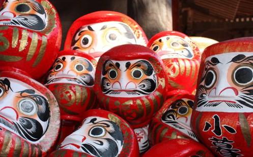 Bí mật đen tối đằng sau Daruma, món đồ chơi truyền thống với đôi mắt trắng dã của trẻ em Nhật Bản