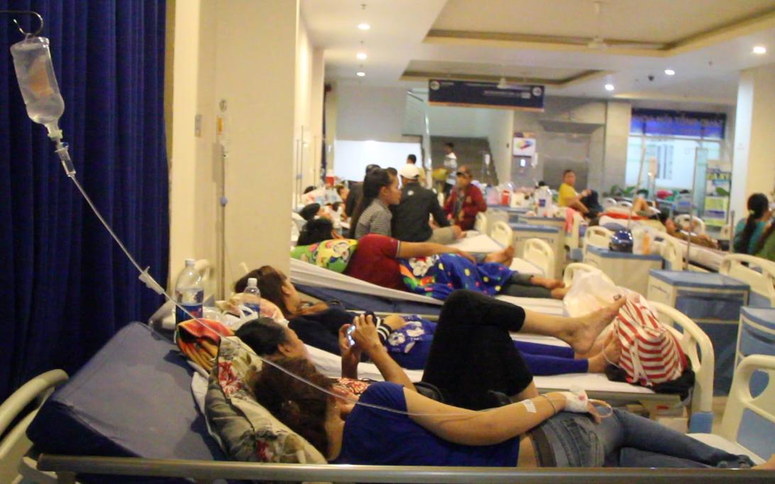 TP. HCM: Gần 100 công nhân bị nôn ói, ngất xỉu, nghi ngộ độc thực phẩm sau bữa ăn tối