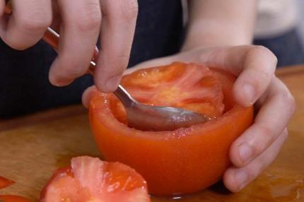 """Biến tấu cà chua thành cốc đựng """"pizza"""" vừa độc lạ vừa ngon - Ảnh 2."""