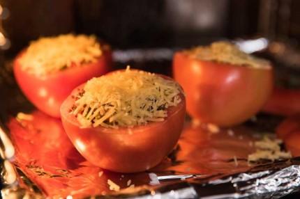 """Biến tấu cà chua thành cốc đựng """"pizza"""" vừa độc lạ vừa ngon - Ảnh 5."""