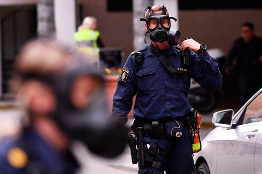 Khủng bố bằng xe tải ở thủ đô Thụy Điển, ít nhất 5 người chết - Ảnh 6.