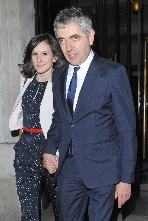 62 tuổi, sao Mr. Bean chuẩn bị có em bé thứ 3 với người tình trẻ đáng tuổi con gái - Ảnh 1.