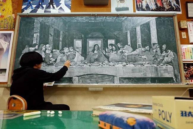 Thầy giáo vẽ tranh hoạt hình trên bảng phấn chúc mừng học trò tốt nghiệp - Ảnh 6.