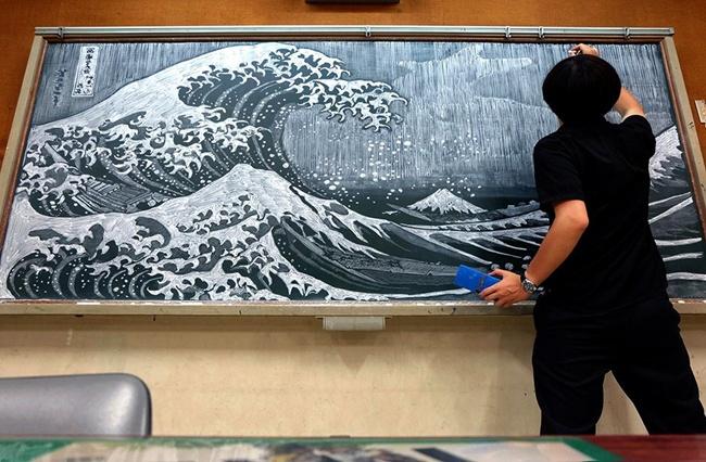 Thầy giáo vẽ tranh hoạt hình trên bảng phấn chúc mừng học trò tốt nghiệp - Ảnh 7.