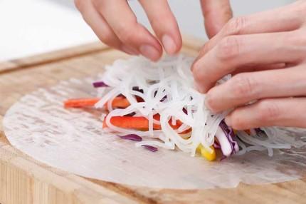Bánh tráng cuốn cầu vồng: món ngon vừa dễ làm lại còn đẹp - Ảnh 3.