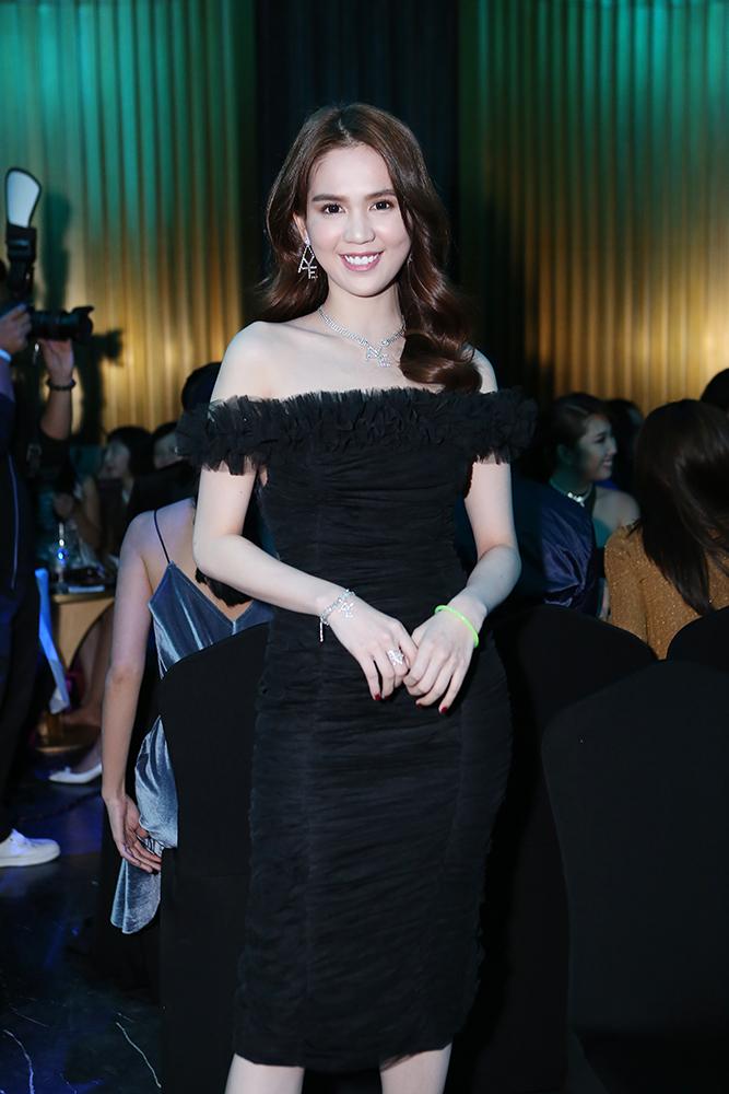 Dàn sao Việt xúng xính váy áo, tươi tắn hết cỡ tại tiệc đêm