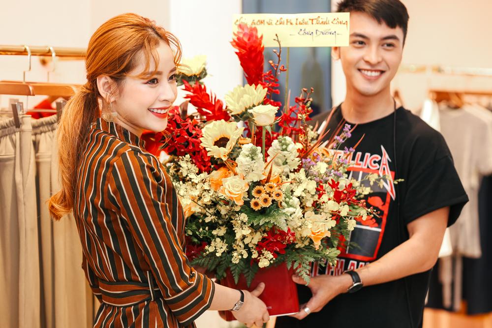 Sao Việt: Chi Pu cực xinh xắn, thân thiết bên Gil Lê trong sự kiện