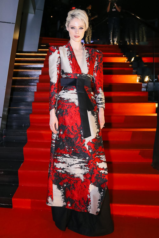 Sao Việt: Dàn mỹ nhân Vbiz diện váy áo lộng lẫy, đọ dáng cùng Coco Rocha trên thảm đỏ