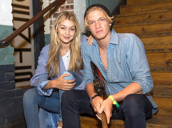 Như sinh ra để dành cho nhau, Gigi và Zayn vừa đẹp đôi, lại vừa có những điểm chung thú vị! - Ảnh 11.